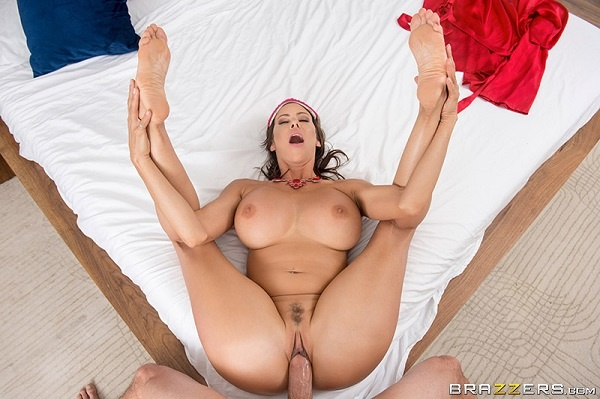 Alexis Fawx - Bet You Cant Touch Her Boobs! (2019/MommyGotBoobs.com/Brazzers.com/FullHD)