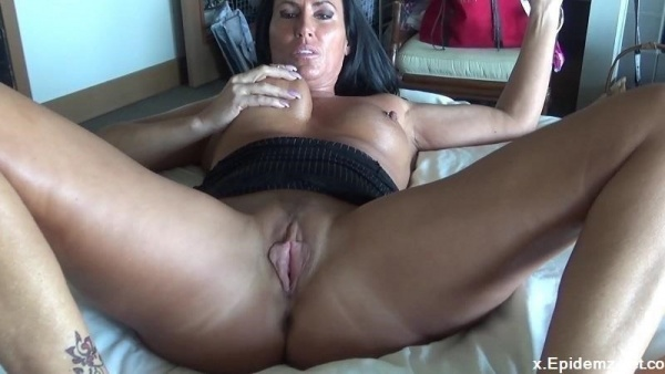 Katie71 - Mom And Sons Night At The Hotel (2018/Manyvids.com/FullHD)