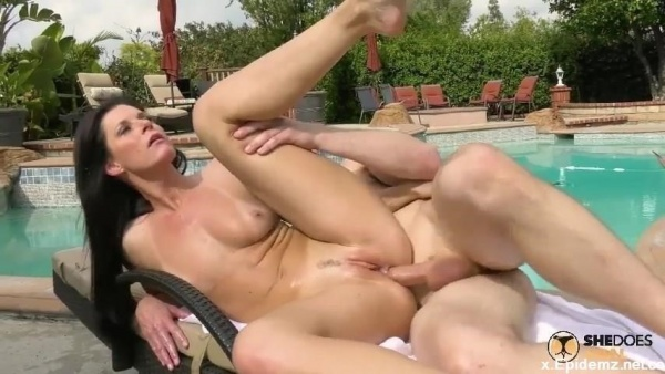 India Summer - Poolside Anal Sex With Milf India Summer (2019/SheDoesAnal.com/SD)