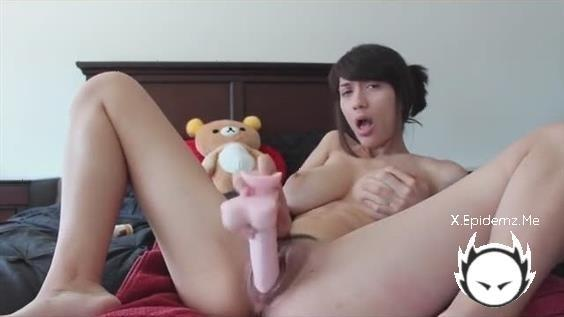 Amateurs - Cute Amateur Hottie Drills Her Pussy With A Big Dildo (2020/LoveHomePorn.com/SD)