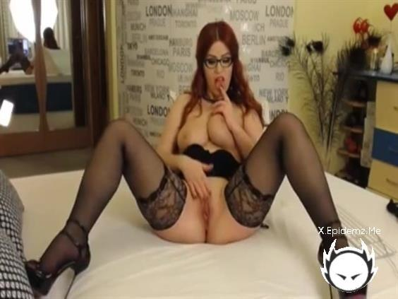 Amateurs - Look At The Natural Curves On This Hot Amateur Redhead (2020/LoveHomePorn.com/SD)