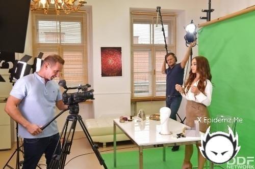 Ginebra Bellucci - Threesome Gets Naughty In The Newsroom (2020/HandsOnHardcore.com/SD)