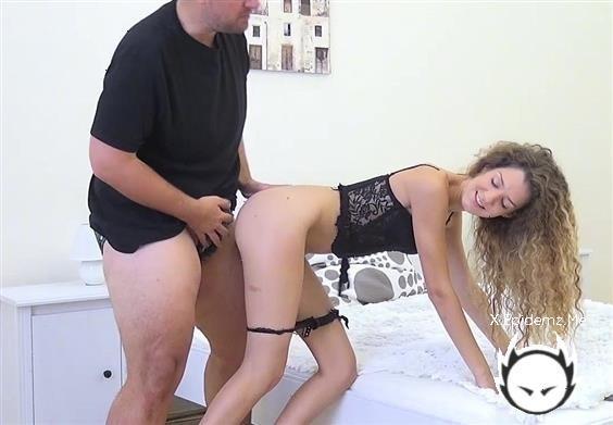 Amateurs - Skinny Teen Fucks A Fat Dude (2020/HeavyOnHotties.com/SD)