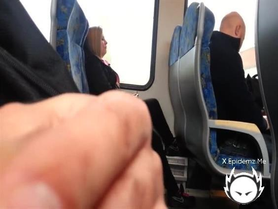 Amateurs - Im Playing With My Cock In The Train (2020/LoveHomePorn.com/SD)