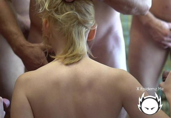 Tori Brookes - Slut Gets Gang-Banged (2020/TexasBukkake.com/SD)
