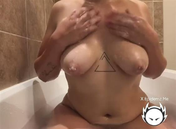 Amateurs - Theres Nothing I Enjoy More Than Playing With My Toys In The Tub (2020/LoveHomePorn.com/HD)
