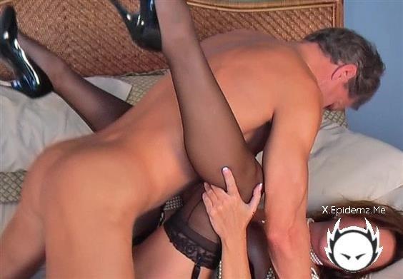 Amateurs - Mature Woman In Lingerie Getting Fucked (2020/MargoSullivan.com/SD)
