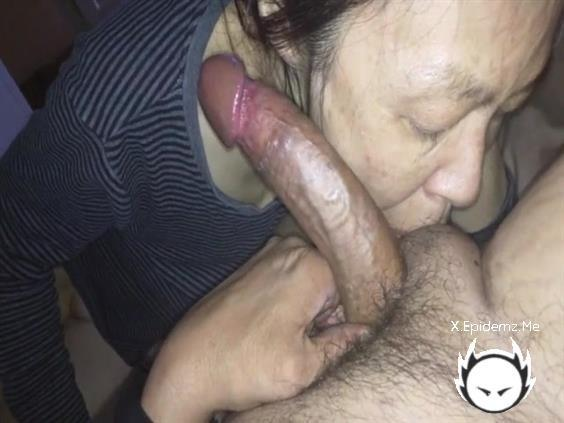 Amateurs - Mature Chinese Milf Takes Her Time Sucking A Big Cock (2020/LoveHomePorn.com/SD)