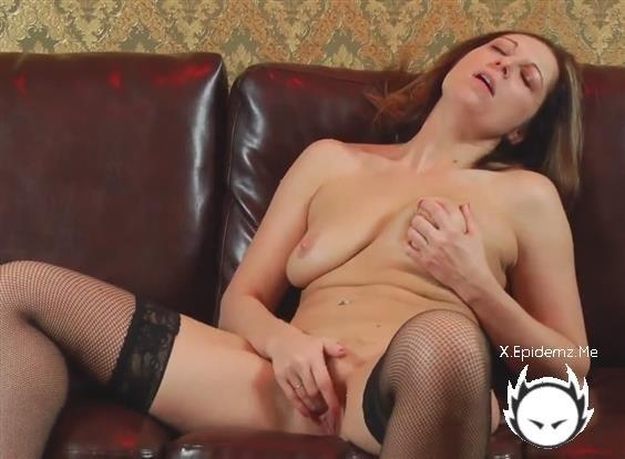 Amateurs - She Likes To Masturbate And Suck A Cock (2020/LoveHomePorn.com/HD)