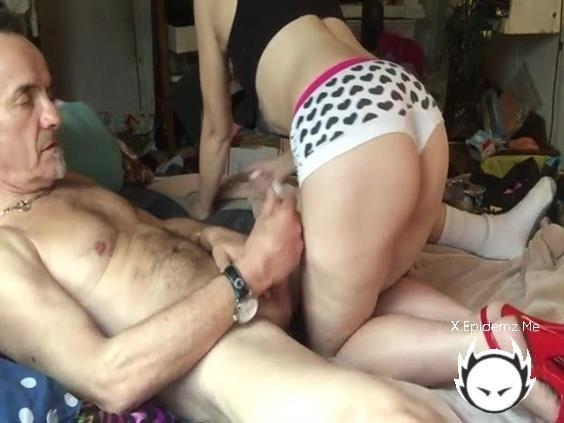 Amateurs - Slutty Milf Takes A Facial After A Really Hot And Wild Fuck (2020/LoveHomePorn.com/SD)